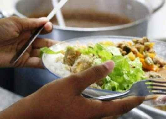 Cozinheiras escolares de Caraguatatuba participam de capacitação sobre boas práticas na manipulação de alimentos