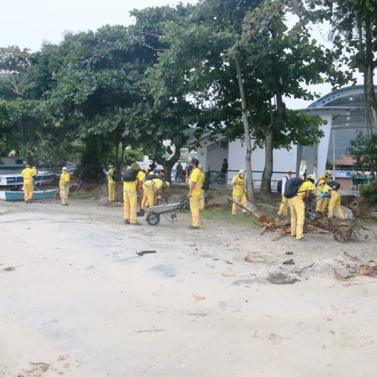 Prefeitura de Caraguatatuba realiza megaoperação de limpeza de praias nesta sexta-feira (7/5)