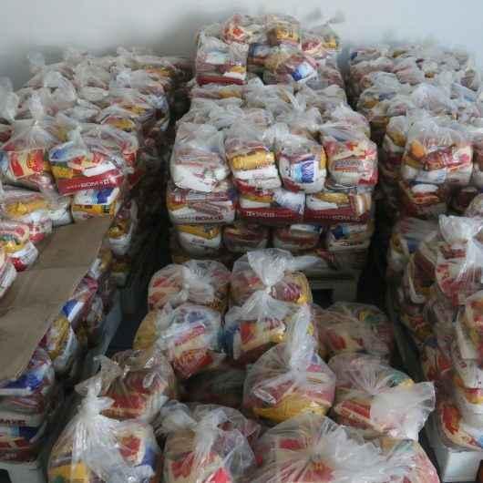 Fundo Social de Solidariedade recebe doações de produtos alimentícios do Condomínio Costa Norte Tabatinga, Colégio Módulo e Extra