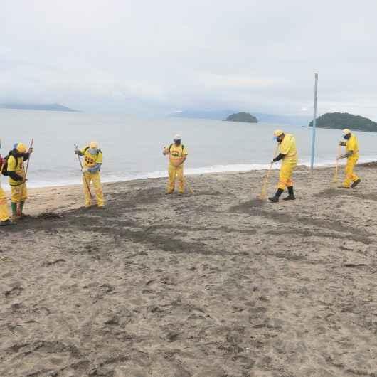 Praias da região norte de Caraguatatuba recebem megaoperação de limpeza