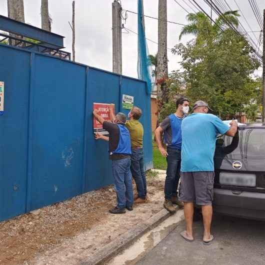 Prefeitura de Caraguatatuba notifica seis obras irregulares na Região Norte