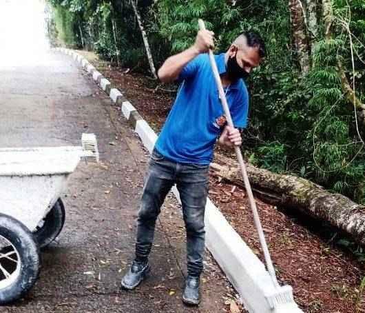 Equipe da Sesep faz manutenção no acesso ao Morro Santo Antonio