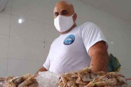 Com abertura da pesca do camarão, crustáceo custa bem menos que a carne