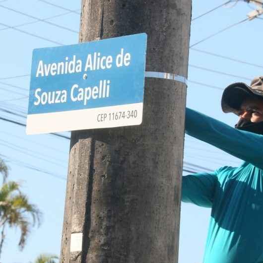 Implantação de novas placas de rua em Caraguatatuba chega loteamentos Benfica, Jaqueira e Tinga