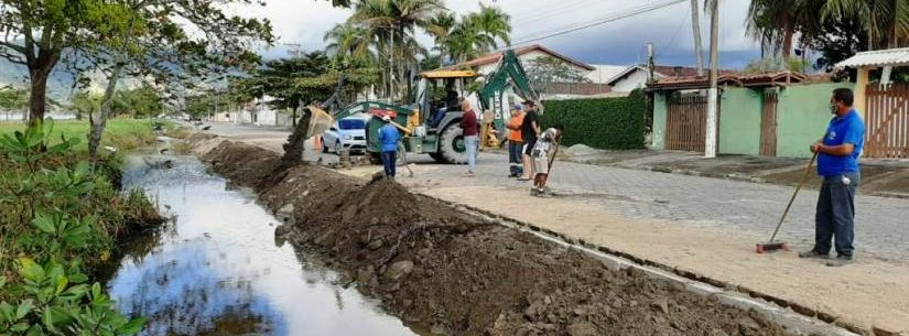 Prefeitura de Caraguatatuba recupera guias de rua no bairro Porto Novo