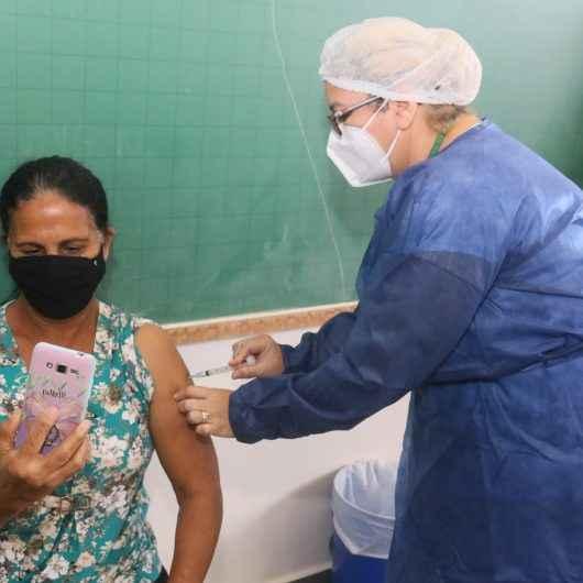 Caraguatatuba antecipa em uma semana a vacinação contra Covid-19 para adultos de 45 a 49 anos