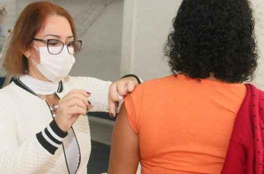 Caraguatatuba vacina contra Covid-19 profissionais da Educação nesta quinta-feira