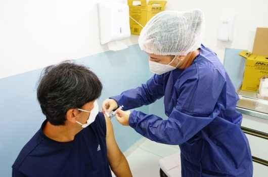 Caraguatatuba aplica segunda e terceira doses contra Covid-19 neste sábado