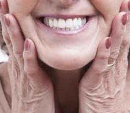 Ciapi promove live sobre diferença entre implante e prótese dentária e cuidados necessários