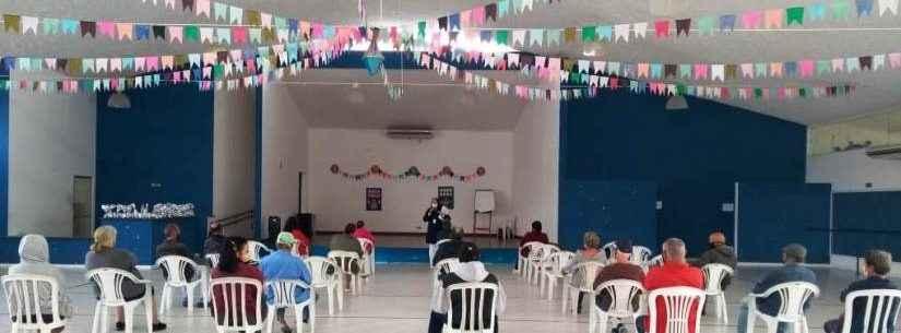 Palestra esclarece dúvidas sobre a vacinação contra Covid-19 para idosos da Vila Dignidade