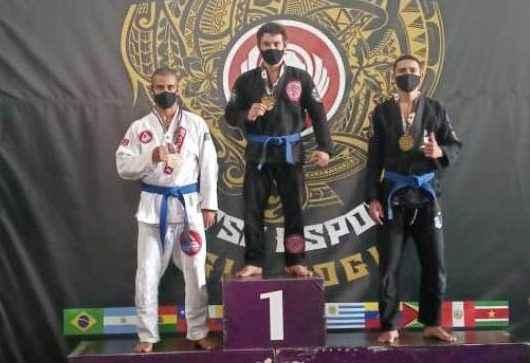 Esporte: Caraguatatuba fatura 13 medalhas no Sul-Americado de Jiu-jitsu em Embu das Artes (SP)