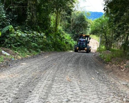 Serviços: Prefeitura de Caraguatatuba realiza limpeza e manutenção nas ruas dos bairros Pegorelli e Perequê-Mirim