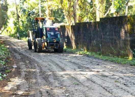 Prefeitura de Caraguatatuba revitaliza estrada no bairro Tabatinga