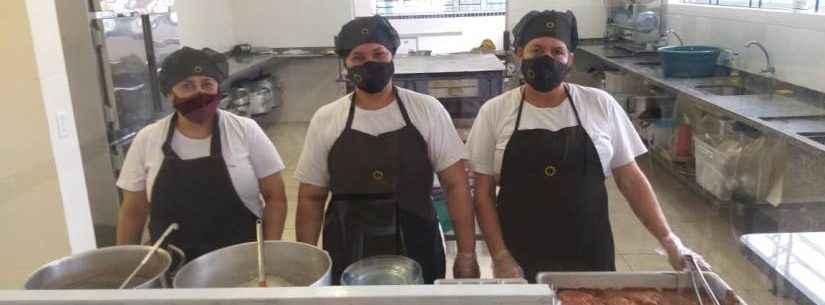 Educação: Caraguatatuba utiliza período de recesso para realizar treinamento da equipe de cozinheiras escolares