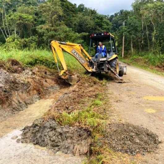 Prefeitura executa manutenção na Estrada do Pirassununga, região sul de Caraguatatuba
