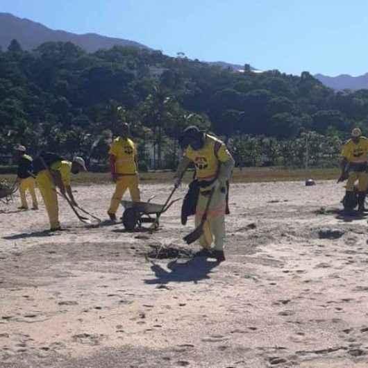 Prefeitura de Caraguatatuba recolhe 48 toneladas de resíduos em limpeza de praias na região Norte