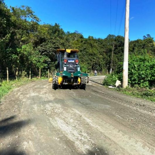 Prefeitura de Caraguatatuba faz manutenção na Estrada dos Pássaros