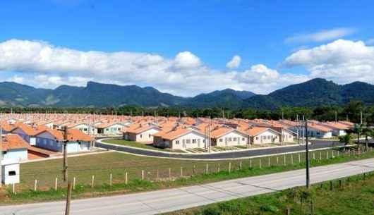 Prefeitura de Caraguatatuba, SESI e CEF retomam cursos para moradores do residencial Nova Caraguá II