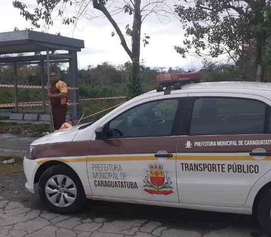 Abrigos de pontos de ônibus de Caraguatatuba são alvos de vandalismo e acidente