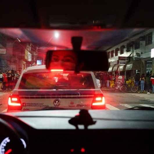 Fiscalização da Prefeitura de Caraguatatuba autua e interdita comércios no fim de semana por irregularidades