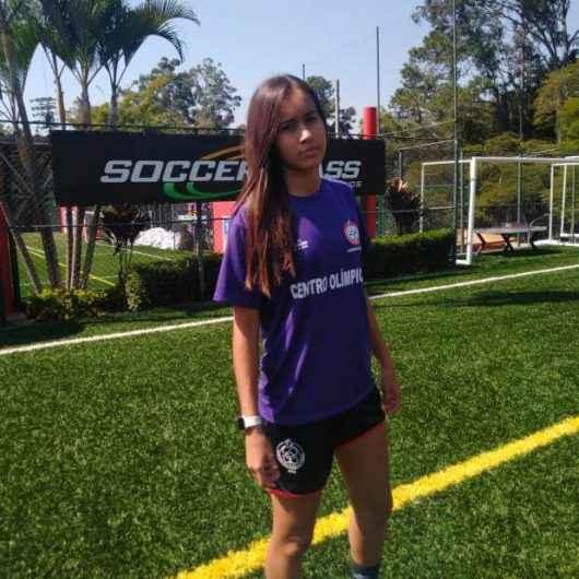 Centro Olímpico e São Paulo FC contratam zagueira de 15 anos de Caraguatatuba