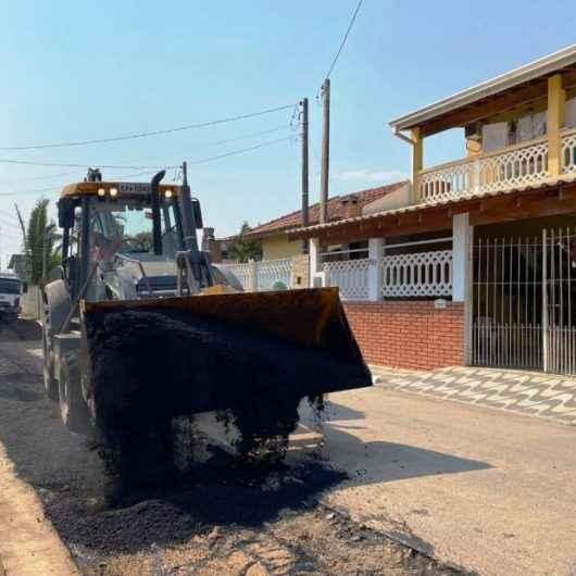 Prefeitura de Caraguatatuba continua com tapa buracos no Perequê-Mirim