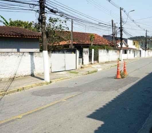 Prefeitura realiza manutenção em rua e desvia trânsito de veículos no bairro Tinga
