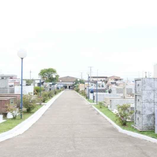Cemitério Municipal de Caraguatatuba mantém protocolos sanitários no Dia de Finados
