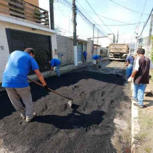 Prefeitura de Caraguatatuba realiza 'Operação Tapa Buracos' no Jardim Tarumãs