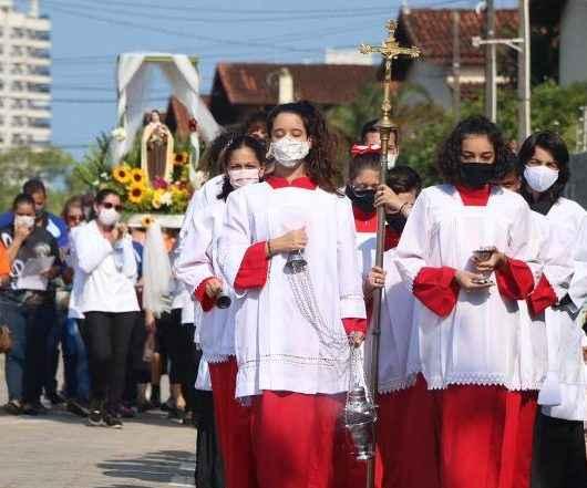 Missa Campal para Santa Terezinha, em Caraguatatuba, reúne cerca de 250 fieis no Complexo Turístico do Mirante do Camaroeiro