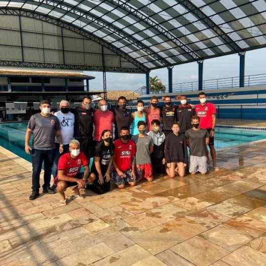 Nadadores do Centro de Excelência do SESI treinam em Caraguatatuba