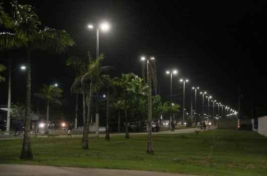 Prefeitura de Caraguatatuba entrega dois pontos de iluminação no bairro Travessão