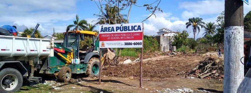 Prefeitura de Caraguatatuba retira materiais de área pública no Jardim Britânia