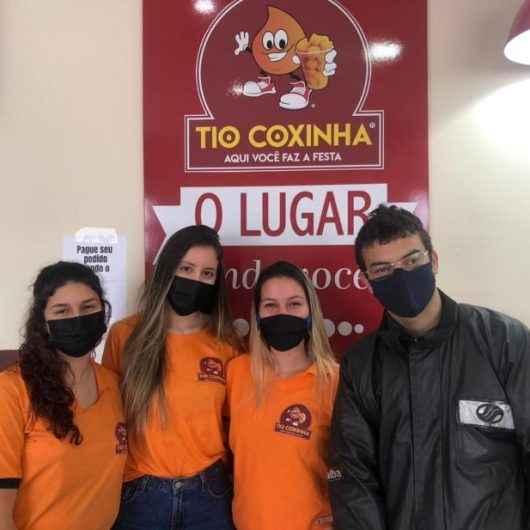 Estabelecimento de Caraguatatuba usa estratégia para aumentar vendas e incentivar vacinação contra Covid
