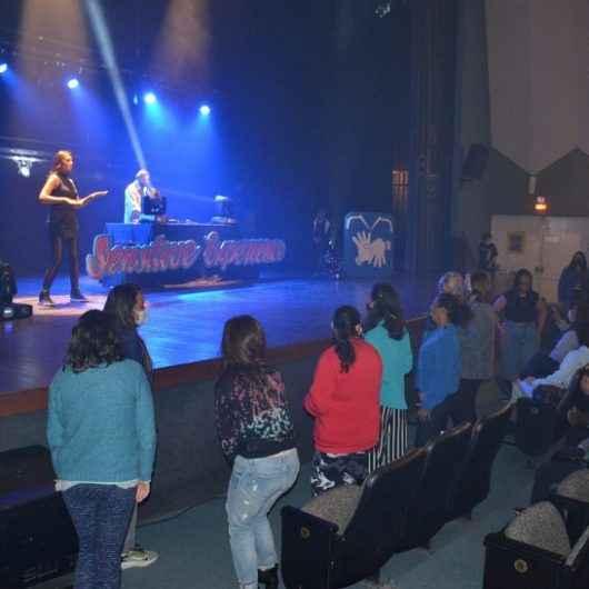 Fundacc e Prefeitura de Caraguatatuba celebram Setembro Azul com evento inclusivo no Teatro Mario Covas