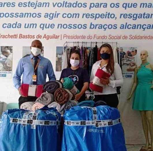 Fundo Social de Caraguatatuba recebe doação de cobertores da Farma Conde