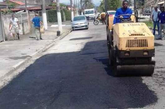 Prefeitura de Caraguatatuba inicia Operação Tapa Buracos na Avenida Brasília em diversas ruas