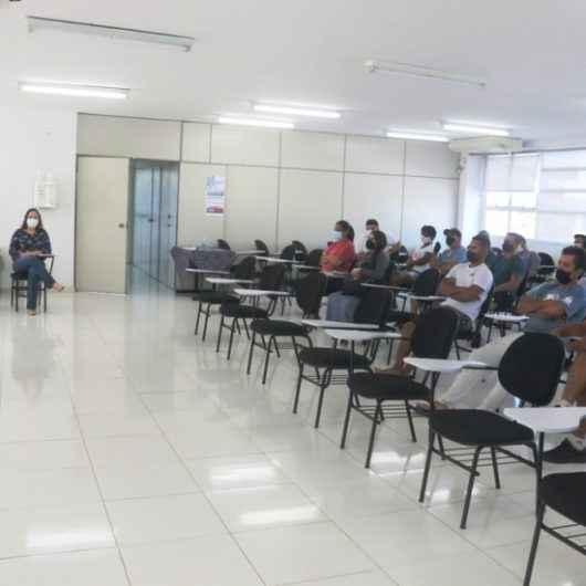Permissionários do Entreposto de Pesca do Camaroeiro recebem treinamento da Vigilância Sanitária