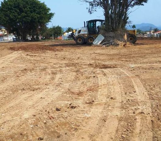 Prefeitura retira 800 toneladas de resíduos de praça pública no Jardim das Palmeiras