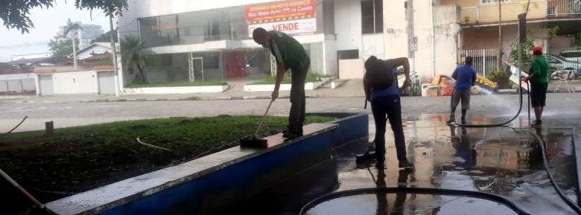 Prefeitura de Caraguatatuba realiza lavagem de praças públicas