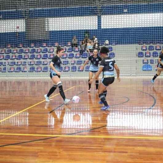 Equipe de Caraguatatuba é vice-campeã no futsal feminino