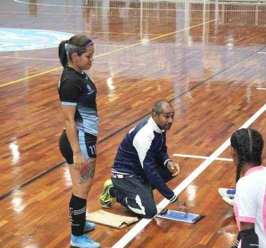 Equipe de futsal feminino de Caraguatatuba disputa vaga na final do Campeonato Municipal de Guararema