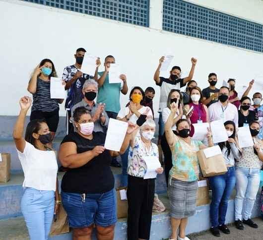 Moradores do Nova Caraguá II concluem  curso de Barbeiro do SESI e recebem certificado e kit de trabalho