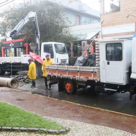 Prefeitura troca tubos de drenagem no centro da cidade