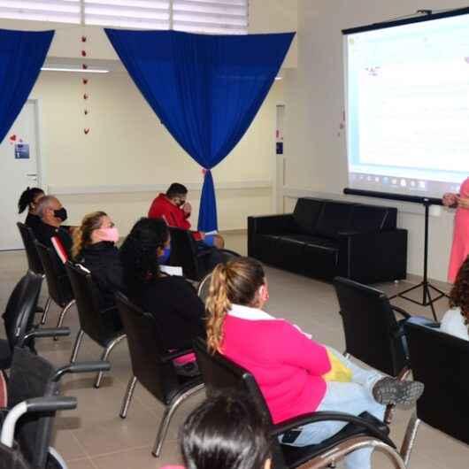 Pacientes do CAPS AD de Caraguatatuba participam de encontro que reforça importância da prevenção ao câncer de mama e colo de útero