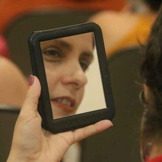 Exames, palestra e oficina de maquiagem são ofertados pelo Pró-Mulher para difundir importância do 'Outubro Rosa'