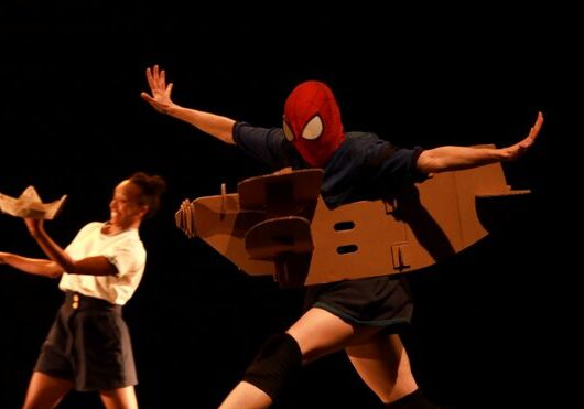 Teatro Mário Covas recebe espetáculo infantil 'Crocodilo embaixo da cama'