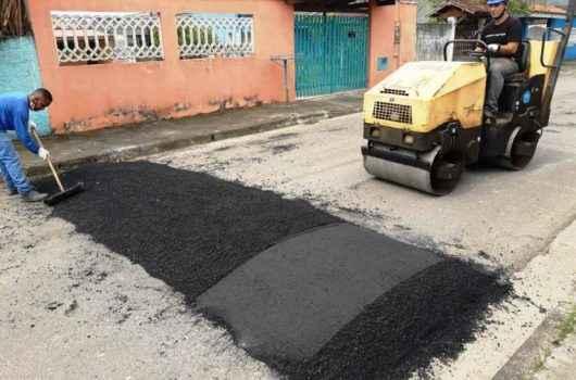 Prefeitura de Caraguatatuba reforça Operação Tapa Buracos e instala lombadas pela cidade