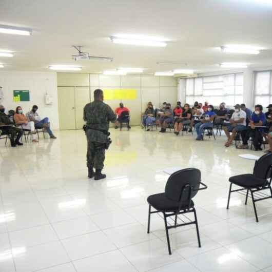 Pescadores artesanais de Caraguatatuba participam de palestra sobre legislação pesqueira